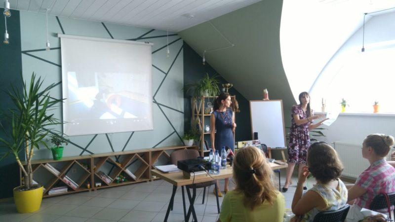 В Ужгороді семінар для батьків дітей-аутистів зібрав більше півсотні слухачі (ФОТО)