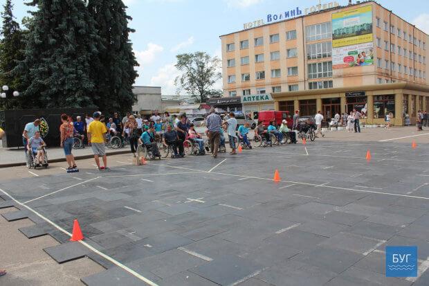 У Володимирі-Волинському вперше провели змагання із гри «Бочча» для людей з обмеженими можливостями. володимир-волинський, бочча, гра, змагання, інвалід