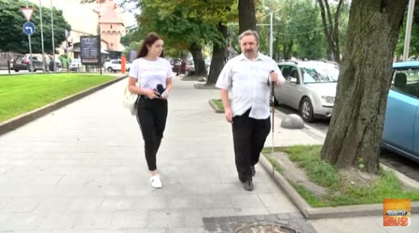 Незручні тротуари, шрифт Брайля – рідкість. Як живуть незрячі люди в Україні (ВІДЕО)