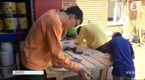 Корисні навички і соціалізація: у Дніпрі для чоловіків з інвалідністю відкрили майстерню. дцп, дніпро, майстерня, соціалізація, інвалідність
