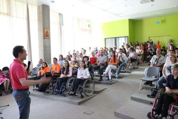 Поділилися незламністю: у Львові люди з інвалідністю розповіли, як досягнути вершин. львів, акція день відкритих сердець, успішний, інвалідний візок, інвалідність
