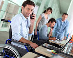 Південна залізниця продовжує роботу з працевлаштування осіб з обмеженими фізичними можливостями. південна залізниця, працевлаштування, працівник, умови праці, інвалідність, person, man, clothing, computer. A man with a bicycle in front of a laptop