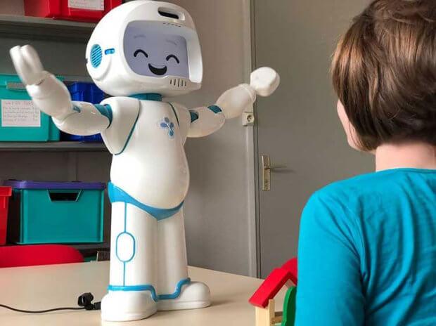 Робот QTrobot поможет общаться с детьми с аутизмом. qtrobot, аутизм, контакт, робот, терапевт