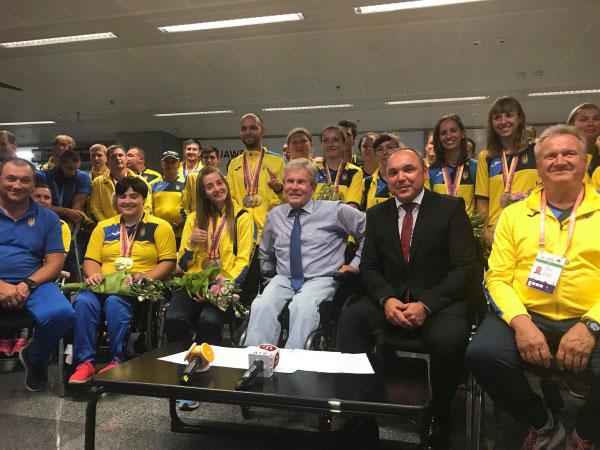 Збірні паралімпійські команди з легкої атлетики і веслування на каное привезли свої нагороди додому
