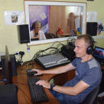 Режисер звуку: на Кіровоградщині чоловік з інвалідністю допомагає почути «Голос Петрівщини»