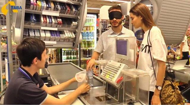 Акторами вистави «Місто Полтава наосліп» стали незрячі та люди, які бачать (ВІДЕО)