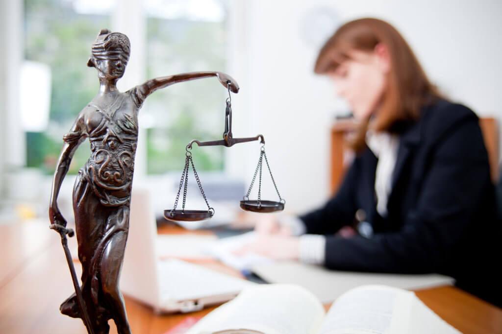 З 01 серпня 2018 року, соціально вразливі Харків'яни можуть отримати доступну правову допомогу. харків, правова допомога, проект, юридична консультація, інвалідність, indoor, person, human face, woman, clothing, statue, art. A person sitting on a table