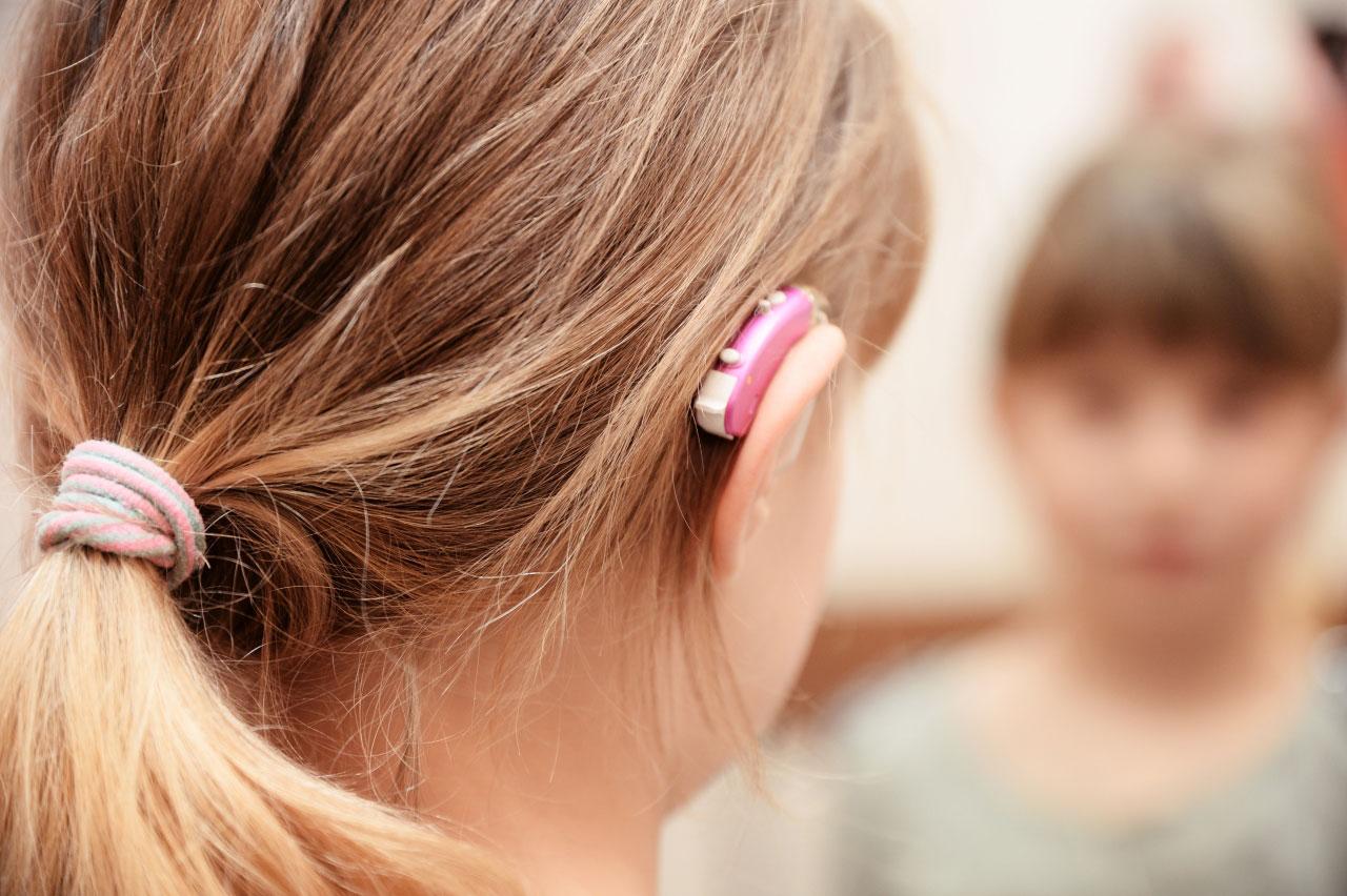 Больше сотни детей в Запорожской области нуждаются в слуховых аппаратах