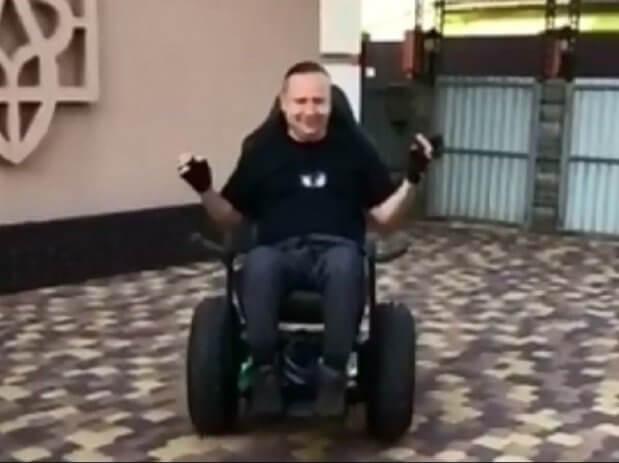 Українські спеціалісти розробили унікальний гіроскутер, який дозволяє рухатися без допомоги рук та ніг. олег іваненко, гіроскутер, презентація, розробка, інженер