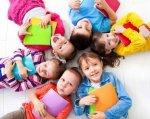 В Україні вперше створять центри підтримки інклюзивної освіти – Уряд прийняв відповідну постанову. ірц, постанова, підтримка, центр, інклюзивна освіта, person, toddler, child, human face, clothing, smile, girl, boy, bedroom, baby. A person holding a baby