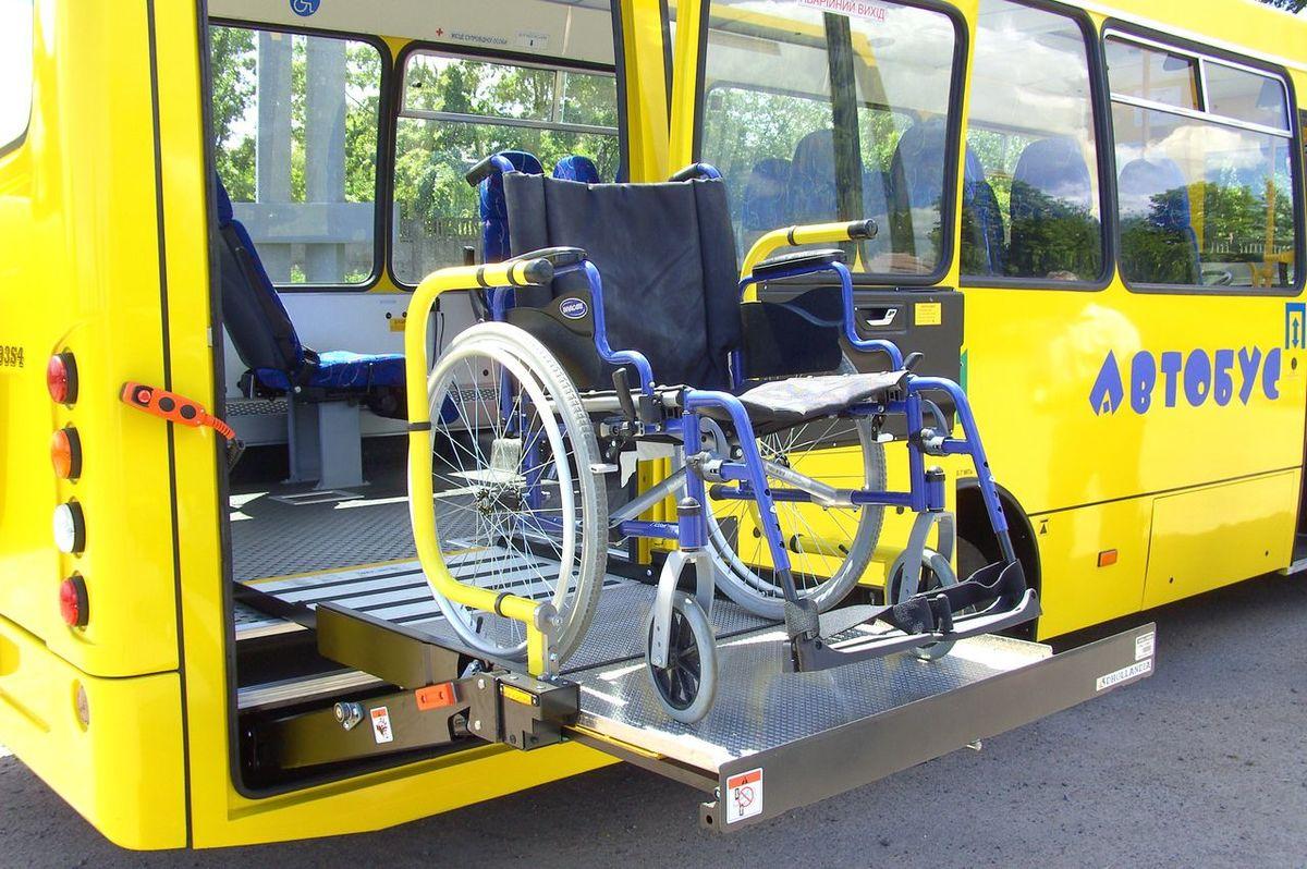 Об'єкти транспортної інфраструктури пристосовують для забезпечення безбар'єрного доступу маломобільних груп