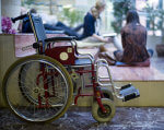 Інклюзивна освіта. Яка ситуація в області. чернівецька область, засідання, особливими освітніми потребами, інвалідність, інклюзивна освіта, bicycle, wheel, land vehicle, outdoor, tire, vehicle, bicycle wheel, cart. A bicycle parked on the side of a building