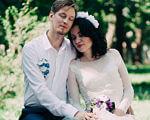 Активна Мама на візку або Як франківська письменниця вчить свого сина бути успішним (ФОТО). христина сирова-ковалишин, візочник, дитина, письменниця, інвалідність, wedding dress, bride, person, outdoor, tree, wedding, sitting, woman, flower, park. A woman sitting on a bench