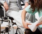 Розробили порадник для емоційної рівноваги. емоційна рівновага, порадник, проект, тренинг, інвалідність, person, clothing, chair, furniture, woman, human face, hand, seat. A woman sitting on a chair