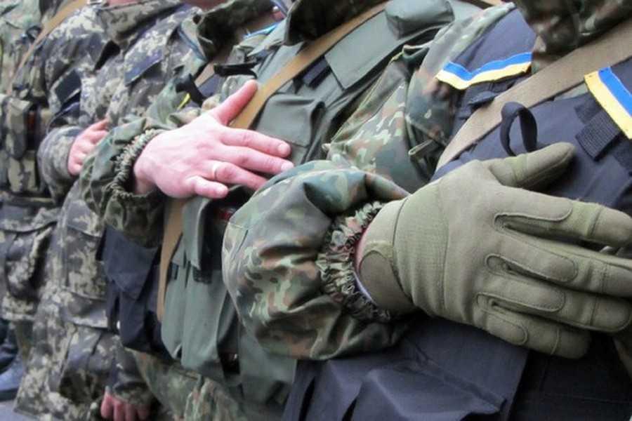 «Чим Україна відрізняється від Ізраїлю?», – чоловік з інвалідністю з Тернопільщини не розуміє, чому його не беруть в армію (ВІДЕО). віктор старущак, армія, військкомат, патріот, інвалідність, person, military uniform, clothing, military, army, jacket, helmet. A man in a military uniform