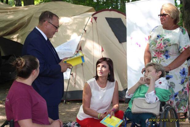 На Вінниччині, під гаслом «Час для подорожей», розпочав роботу незвичний наметовий табір для людей з інвалідністю. вінниччина, намет, проект, табір, інвалідність