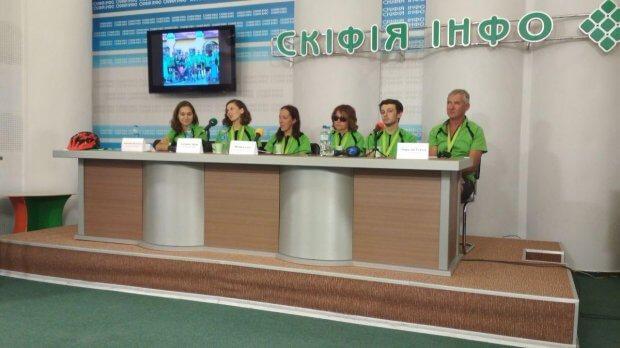 У День Незалежності України в Херсоні фінішував Всеукраїнський інклюзивний велопробіг. херсон, вади зору, велопробіг, подорож, інвалідність