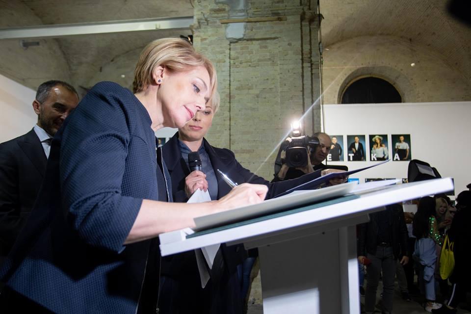 Кожна школа України отримає «зіркову абетку» для популяризації вивчення жестової мови – підписано меморандум між МОН та ГО «Відчуй»