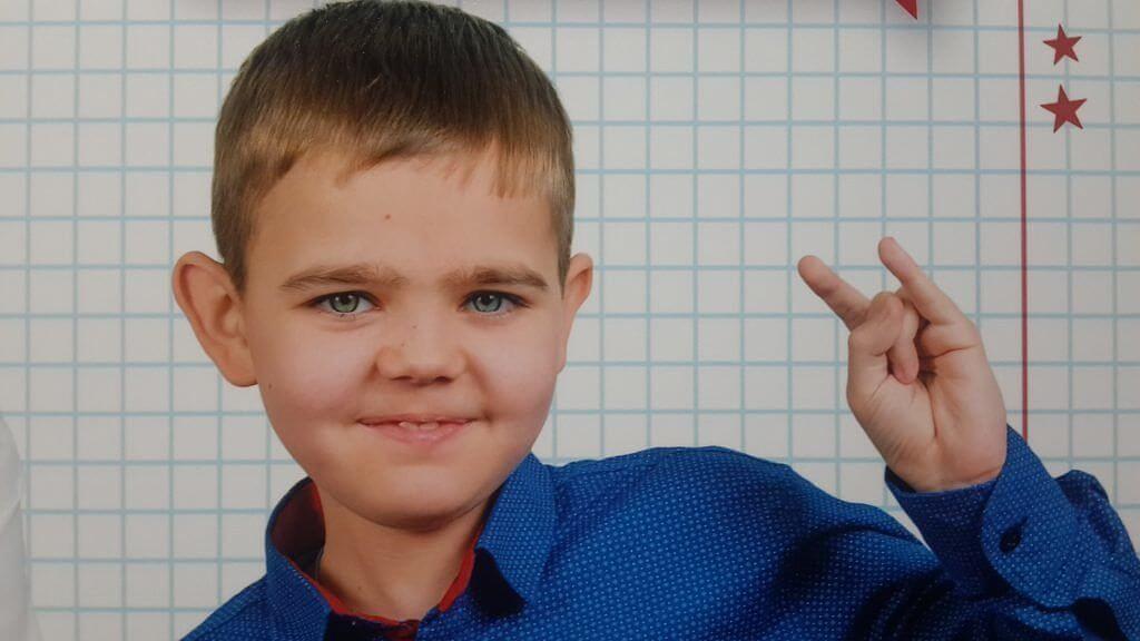 """""""Мамо, покатай мене з вітерцем"""": як в Україні живуть """"забуті"""" діти з м'язовою дистрофією. захворювання, ліки, міопатія дюшенна, терапія, хвороба, person, boy, indoor, toddler, human face, young, child, baby, smile, blue. A young boy wearing a blue shirt"""