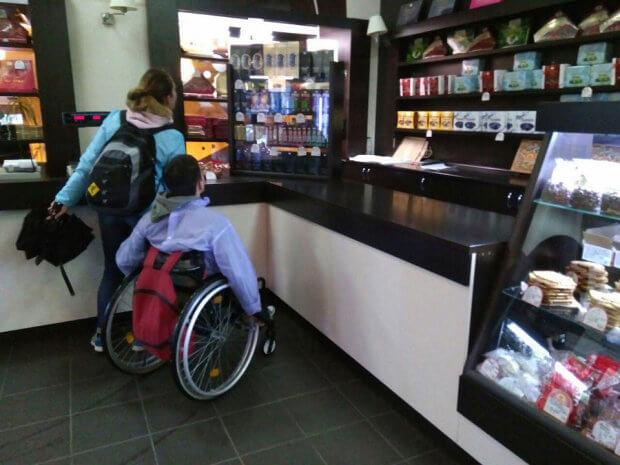 В рамках проекту «Доступні секретні подорожі» мандрівник на візку відвідав Полтаву. михайло нелюбов, полтава, мандрівник, проект доступні секретні подорожі, інвалідність