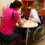 У Вінниці відкрився інклюзивний манікюрний кабінет, де працюють люди на візках