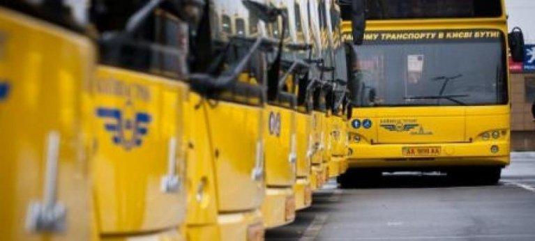 Особа з інвалідністю має право на пільговий проїзд, – Верховний Суд. автоперевізник, позов, пільговий проїзд, суд, інвалідність, yellow, bus, outdoor, road, vehicle, land vehicle, transport, street, train, driving. A yellow school bus driving down a street