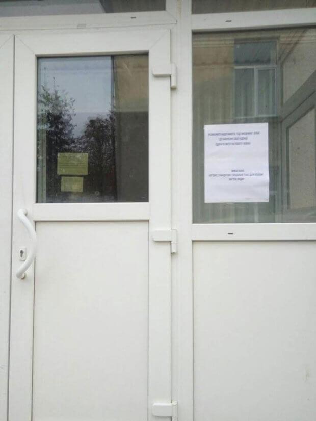 «Ми теж люди»: на Тернопільщині вимагають посадити чиновників в інвалідні візки. козова, візочник, пандус, петиция, інвалідний візок