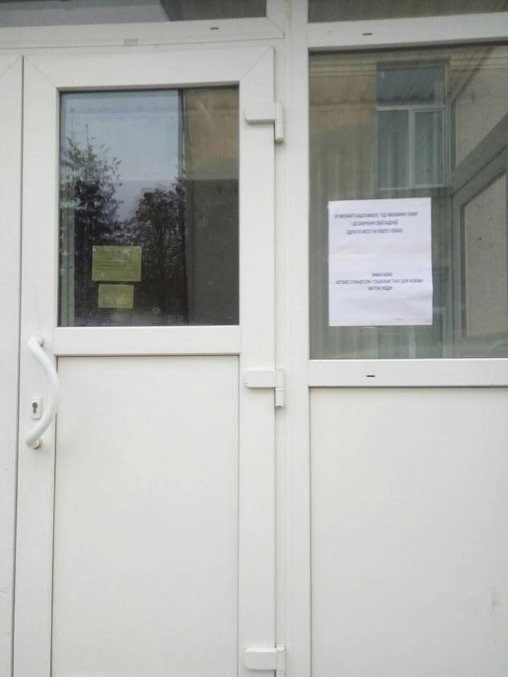 «Ми теж люди»: на Тернопільщині вимагають посадити чиновників в інвалідні візки