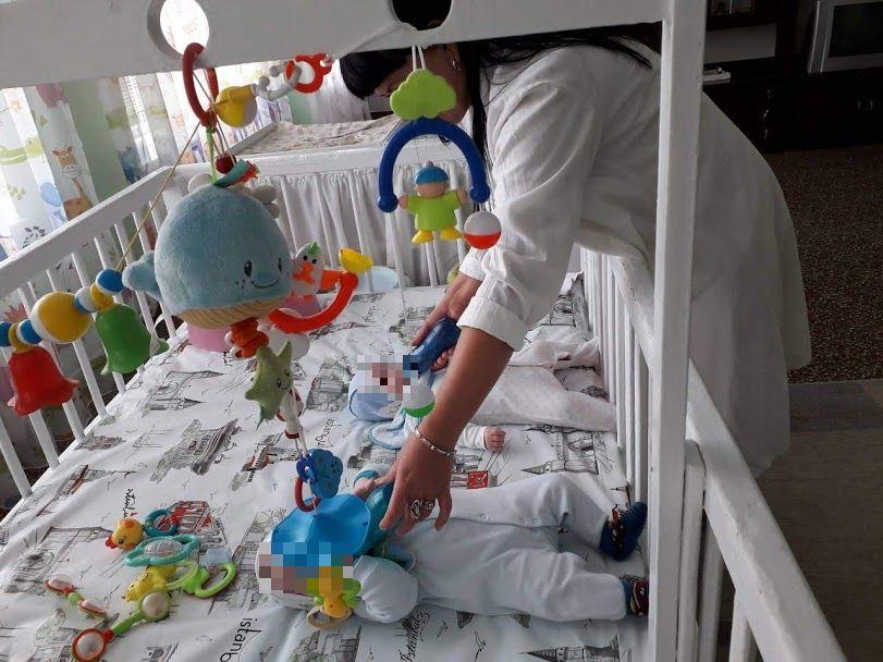 На Сумщині є проблема влаштування дітей з складними фізичними вадами до спеціалізованих закладів. сумщина, уповноважений вру, будинок дитини, влаштування, інвалідність, person, indoor, toy, clothing, toddler, baby. A person sitting on a bed