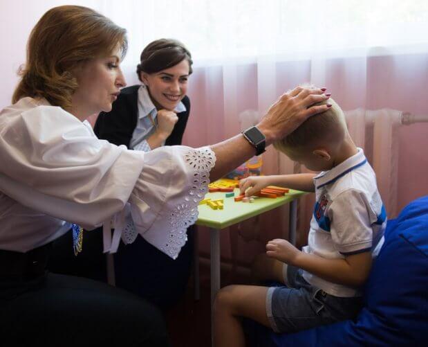Донецька область долучилася до проекту Марини Порошенко з розвитку інклюзивної освіти. донецька область, марина порошенко, меморандум, особливими освітніми потребами, інклюзивна освіта