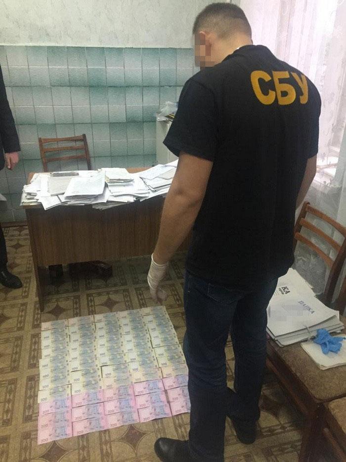 На Сумщині СБУ викрила на хабарі голову лікарсько-кваліфікаційної комісії