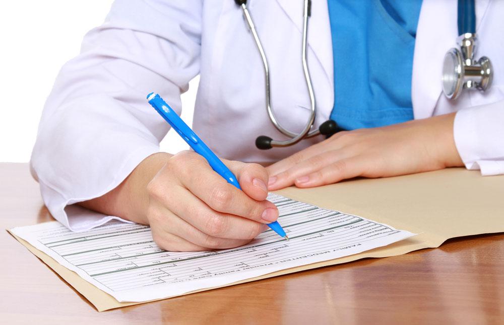 Пацієнтські організації вимагають доступу до лікування для пацієнтів із м'язовою дистрофією Дюшена. захворювання, лікування, м'язова дистрофія дюшена, резолюція, терапія, person, indoor, handwriting, office supplies, pen, design, document, desk. A boy sitting at a table using a laptop