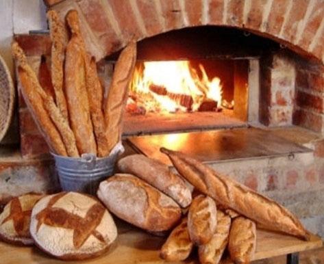 У Франківську відкриють пекарню, де працюватимуть люди з інвалідністю. івано-франківськ, пекарня, посада, працевлаштування, інвалідність, food, fast food, indoor, bread, fireplace, fire, oven, baked goods, meal, grill. A pile of fries next to a fireplace