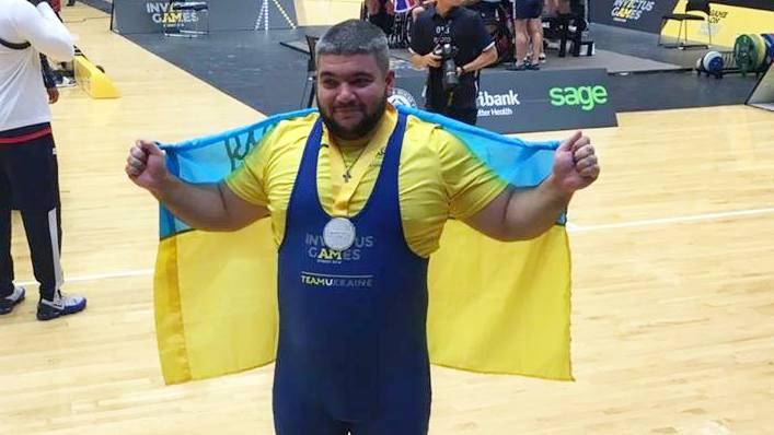 Учасник національної збірної «Invictus Games» Євген Олексенко виборов срібну медаль з пауерліфтингу (ВІДЕО)