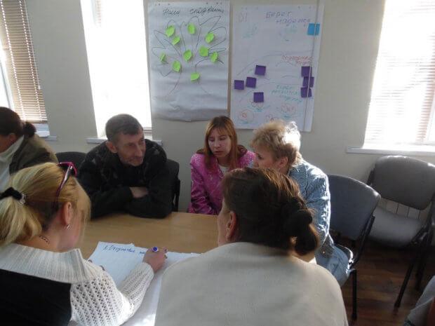 На Луганщині людей з інвалідністю навчають впливати на владу та захищати власні права. луганщина, громадська участь, семінар, тренинг, інвалідність