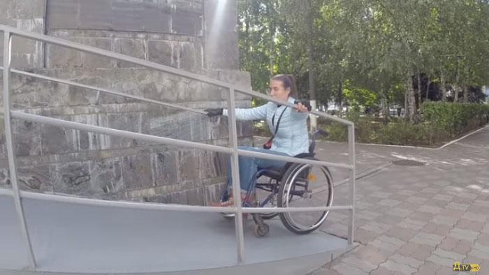 «Игра на нервах»: здания госучреждений в Одессе проверили на доступность (ВИДЕО)