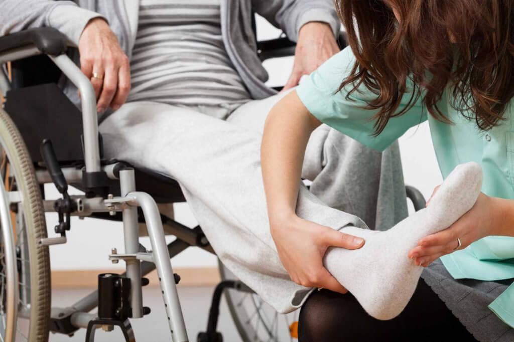 Как лицам с инвалидностью пройти реабилитацию. одесса, инвалидность, общество, помощь, інтеграція, person, clothing, chair, furniture, woman, human face, hand, seat. A woman sitting on a chair