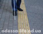 Доступна ли Одесса для незрячих?. одесса, доступность, инвалидность, комфортность, незрячий, footwear, ground, jeans, clothing, trousers, outdoor, floor, person, sidewalk, boot. A person standing on a sidewalk