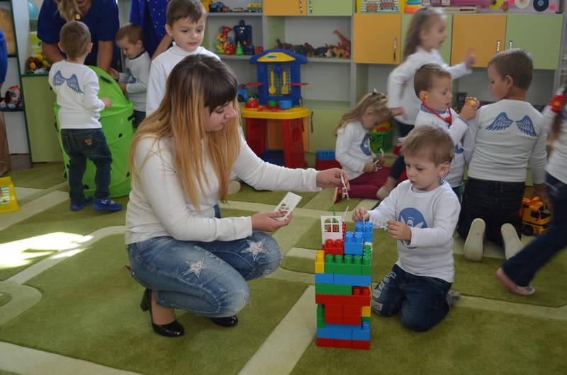 Інклюзія – не утопія. делятинська отг, особливими освітніми потребами, суспільство, інклюзивна освіта, інклюзія, person, toddler, indoor, baby, floor, child, boy, clothing, toy, elementary
