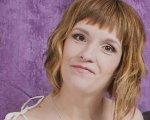 """Світлана Яковлєва: """"Мені, жінці з інвалідністю, пропонують роботу 40 разів на місяць"""". дцп, світлана яковлєва, працевлаштування, суспільство, інвалідність, person, human face, portrait, necklace, face, smile, fashion accessory, woman, clothing, blond. A person wearing a purple shirt"""