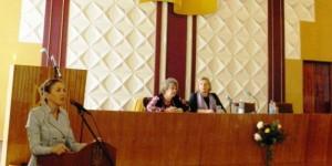 У Черкасах розширювали можливості працевлаштування осіб з інвалідністю. черкаси, працевлаштування, семінар, служба зайнятості, інвалідність, indoor, person. A person standing in front of a window