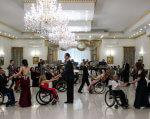 VI Мальтійський бал для людей з обмеженими фізичними можливостями (ФОТО). мальтійський бал, тисмениця, аудит, доступність, інвалідний візок, indoor, wall, ceiling, person, floor, people, wheelchair, clothing, man, group. A group of people in a room