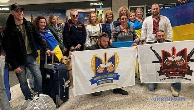 Українські воїни прибули до США для участі в 43 Марафоні Морської піхоти (ВІДЕО) МАРАФОН МОРСЬКОЇ ПІХОТИ США ВОЇН ПОРАНЕННЯ ІНВАЛІДНІСТЬ