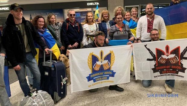Українські воїни прибули до США для участі в 43 Марафоні Морської піхоти (ВІДЕО)