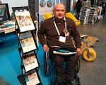 Одессит стал участником Всемирного саммита по доступному туризму в Брюсселе. брюссель, доступность, инвалидность, саммит, туризм, person, floor, clothing. A man holding a book
