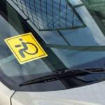 Кому можно и что дает знак на автомобиле «Инвалид за рулем»