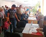 У Кропивницькому відбувся ярмарок вакансій для людей з інвалідністю. кропивницький, працевлаштування, служба зайнятості, ярмарок вакансій, інвалідність, person, clothing, indoor, man, footwear, woman, people, computer, group, laptop. A group of people in a room