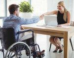 Людина з інвалідністю на підприємстві: що потрібно знати роботодавцю про пільги. навантаження, працівник, роботодавець, робочий час, інвалідність, person, floor, furniture, indoor, window, table, chair, desk, clothing, wheelchair. A person sitting on a table