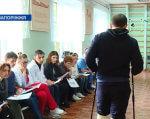 Запоріжжя стало третім в Україні регіоном, де працює проект «Team Ukraine» (ВІДЕО). team ukraine, запоріжжя, пацієнт, проект, тренинг, person, clothing, floor, indoor, woman, man, smile, computer, footwear. A group of people sitting in a room