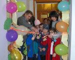 Відбулося урочисте відкриття районного інклюзивно-ресурсного центру Зборівської районної ради (ФОТО). ірц, зборів, особливими освітніми потребами, суспільство, інклюзія, balloon, indoor, person, wall, party supply, party, toddler, clothing, celebration, cluttered. A group of people standing in a room
